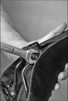 Removing and Installing a Saddle