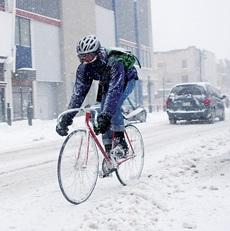 Как, двигаясь на велосипеде, чтобы бороться с холодом?
