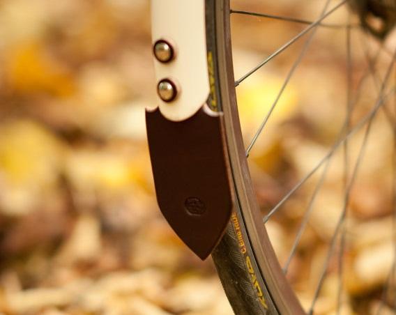 Кожаные принадлежности для велосипеда