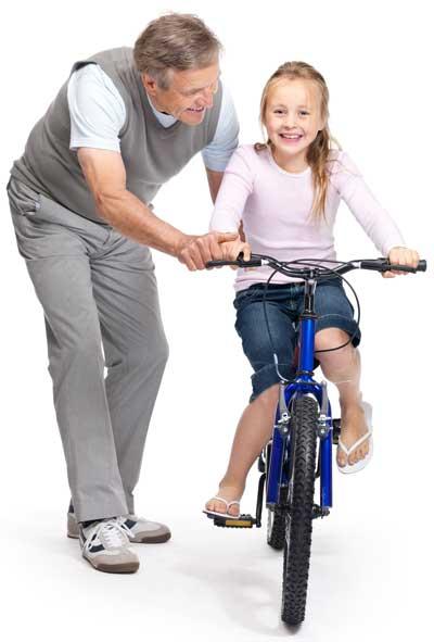 Мы изучаем ребенка, чтобы поехать покататься на велосипеде