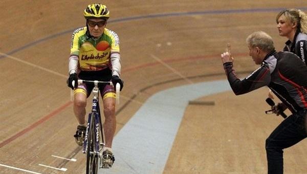 Не сломанный барьер в езде на велосипеде