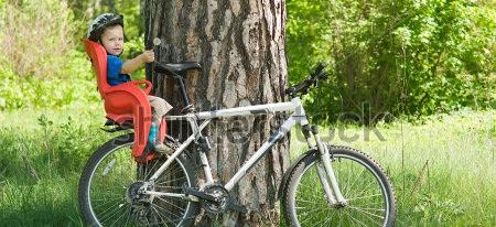 С ребенком на велосипеде