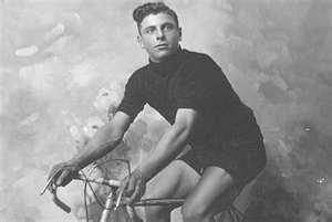 Почему велосипедисты бреют ноги